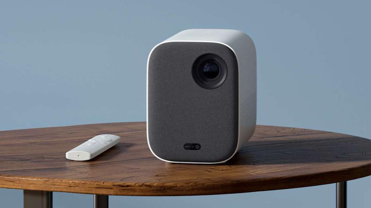 Ako sa vám pripojiť priestorový zvuk k projektoru